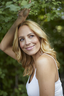 Portrait of smiling blond woman outdoors - PNEF01030