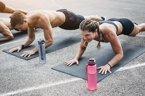 People during workout, plank - HMEF00036