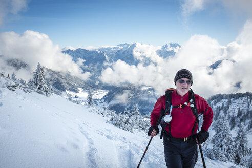 Austria, Salzburg State, Duernbachhorn, Heutal, hiker in winter - HAMF00454