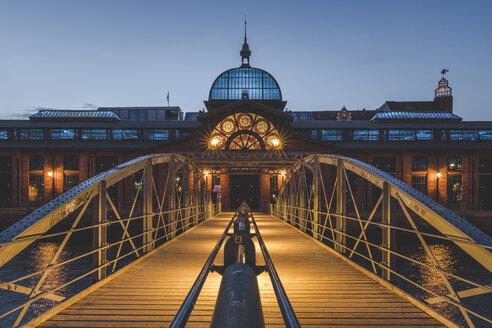 Germany, Hamburg, Altona, fish market hall at blue hour - KEBF00948