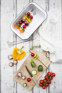 Vegetarian grill spits, orange and yellow paprika, tomato, red onion, zucchini and champignons - LVF07465