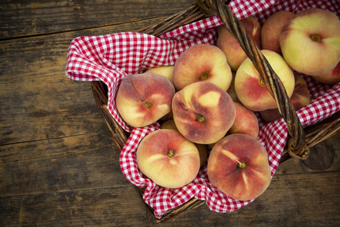 Doughnut peaches in wickerbasket - LVF07474