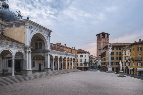 Italy, Friuli-Venezia Giulia, Udine, Piazza Liberta and Loggia di San Giovanni at dusk - HAMF00496