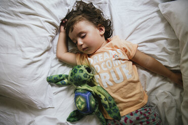 Baby girl sleeping on bed with t-shirt message 'Dreams do come true' - GEMF02424
