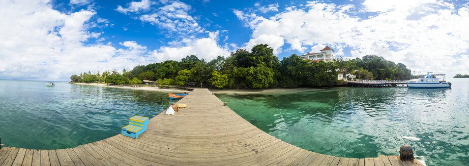 Dominican Republic, Beach Cayo Levantado, wooden pier - AMF06079