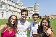 Italy, Pisa, portrait of friends with the Leaning Tower in background - WPEF00916