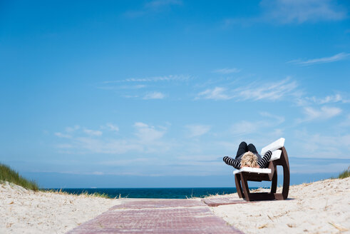Daydreaming lying on a bench on the beach - INGF03029