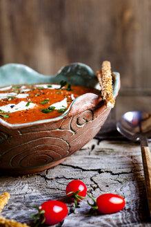 Tomato soup with sour cream and sesame sticks - SBDF03799