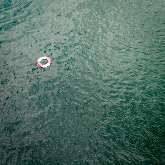 Rescue ring in water - INGF03277