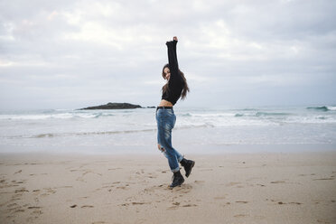 Spain, happy young woman on the beach - RAEF02199