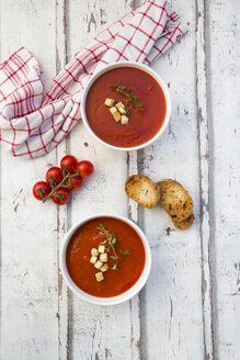 Mediterran tomato soup with roasted bread, croutons and thyme - LVF07496