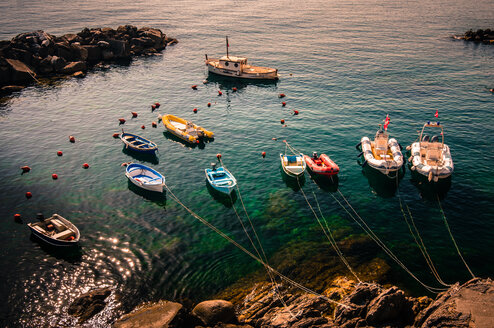 Boats tied to a cliff - INGF03387