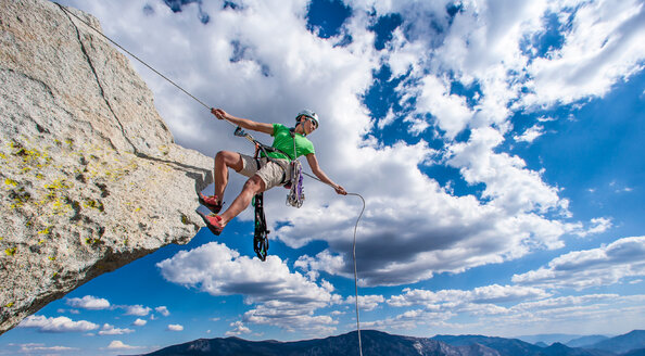 Climber holding a rope. Beautiful mountain landscape - INGF03414