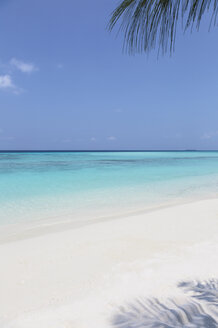 Tranquil, sunny beach and blue ocean, Maldives, Indian Ocean - HOXF04159