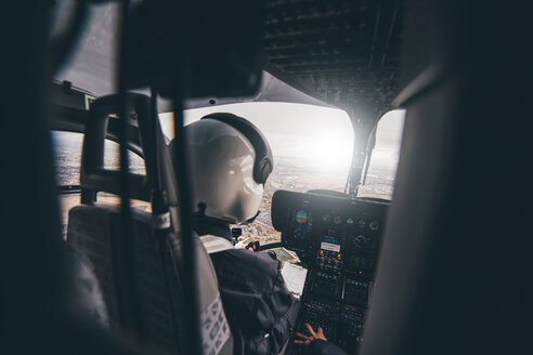 Police pilot during the helicopter flight - OCMF00005