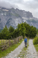 Albania, Shkoder County, Albanian Alps, Theth National Park, Theth, female hiker - SIEF08094