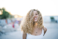 Portrait of happy young woman with blond ringlets - OCMF00012