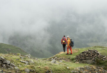 England, Langdale Valley, Gimmer Crag, climbers, couple - ALRF01364