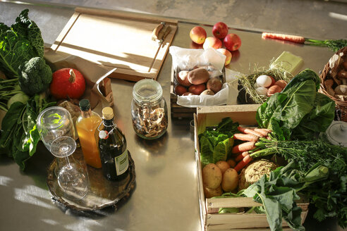 Fresh orgnaic vegetables and fruits in a kitchen - REAF00343