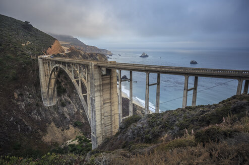 USA, California, Big Sur, Pacific Coast, National Scenic Byway, Bixby Creek Bridge, California State Route 1, Highway 1 - FCF01579