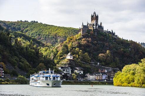Germany, Rhineland-Palatinate, Moselle, Cochem Imperial castle, cruise ship - RUNF00125