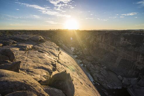 Africa, South Africa, Aubrabie Falls National Park, Augrabie falls against the sun - RUNF00137