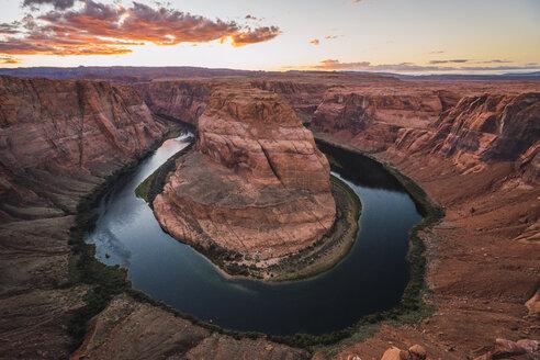 USA, Arizona, Bendhorse shoe at sunrise - KKAF02862