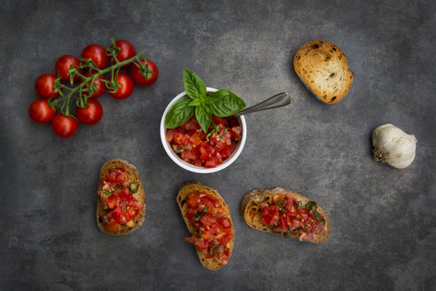 Bruschetta with tomato, basil, garlic and white bread - LVF07532