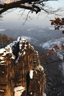 Germany, Saxony, Elbe Sandstone Mountains, Bastei area in winter - JTF01135