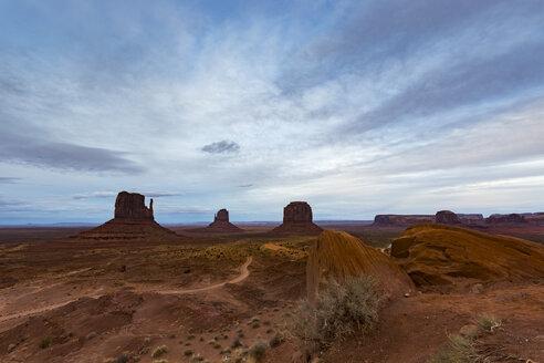USA, Arizona, Navajo Nation, Monument Valley - FCF01613