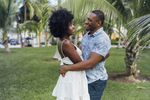 USA, Florida, Miami Beach, happy young couple embracing in a park in summer - BOYF00885