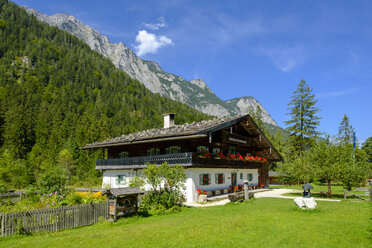 Germany, Bavaria, Berchtesgadener Land, Farmhouse, Information Centre Berchtesgaden National Park - LB02195