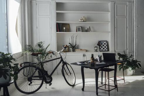 Modern workspace in a flat - BOYF00951