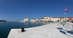 Croatia, Istria, Porec, Old town at harbour - WWF04443