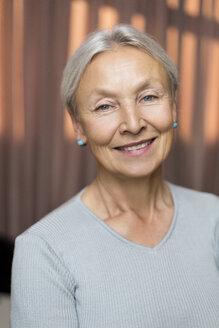 Portrait of smiling senior woman - VGF00124
