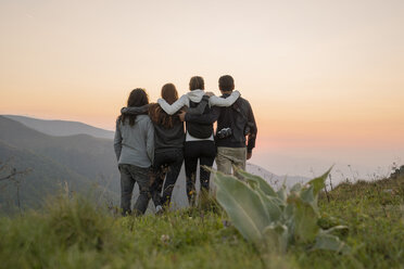 Bulgaria, Balkan Mountains, group of hikers standing on viewpoint at sunset - AFVF01946