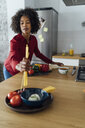 Woman standing in kitchen, preparing spaghetti - BOYF00956