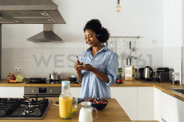 Woman in her kitchen in the morning, writing notes - BOYF01019