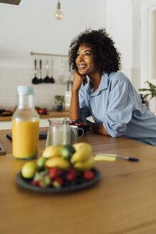 Woman having a healthy breakfast in her kitchen - BOYF01064