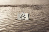 Germany, Hamburg, high water, sign, cyclist free, flooded - KLR00737