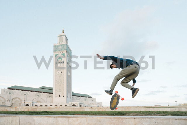 Side view of man skateboarding against Mosque Hassan II - CAVF54973 - Cavan Images/Westend61