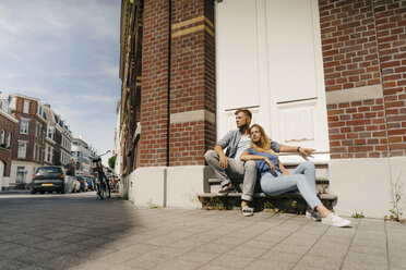 Netherlands, Maastricht, young couple having a break in the city - GUSF01498