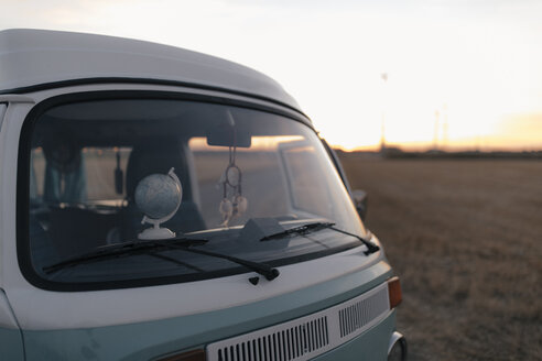 Camper van in rural landscape at sunset - GUSF01537