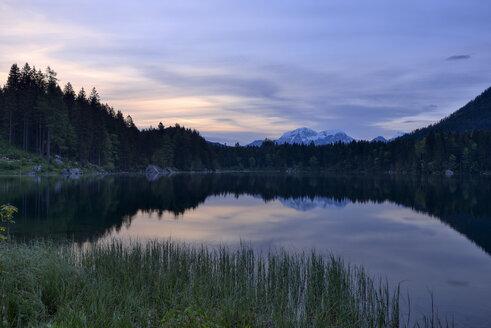 Germany, Bavaria, Berchtesgadener Land, Lake Hintersee - RUEF02068