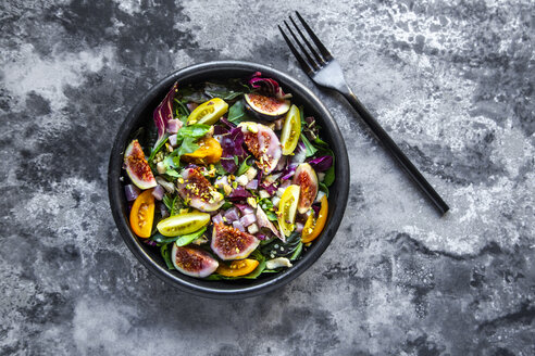Mixed salad with fig, tomato, ham, cheese, pistachio - SARF03974