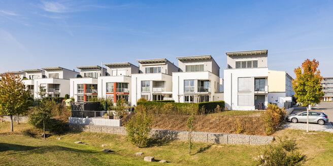 Germany, Baden-Wuerttemberg, Sindelfingen, Allmendaecker, development area, modern multi-family house - WDF04856