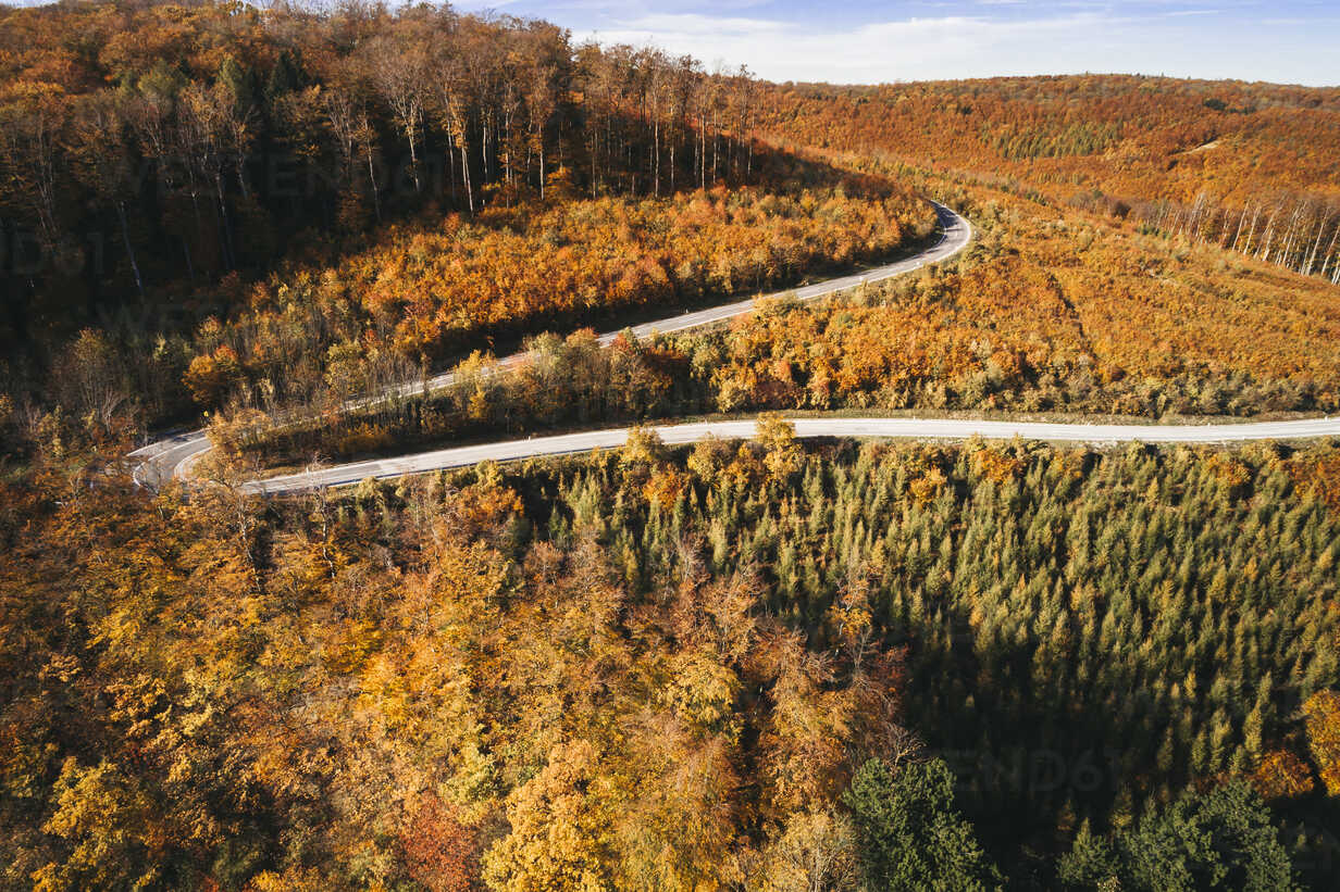 Austria, Lower Austria, Vienna Woods, Exelberg, aerial view on a sunny autumn day over a winding mountainroad - HMEF00103 - Epiximages/Westend61
