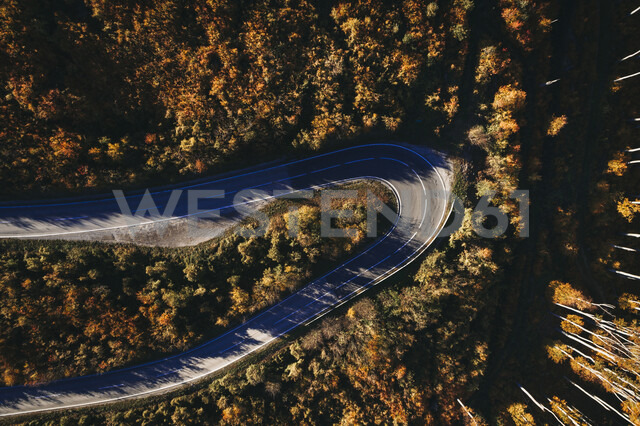 Austria, Lower Austria, Vienna Woods, Exelberg, aerial view on a sunny autumn day over a winding mountainroad - HMEF00109 - Epiximages/Westend61