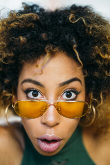 Portrait of amazed young woman wearing sunglasses - JCMF00006