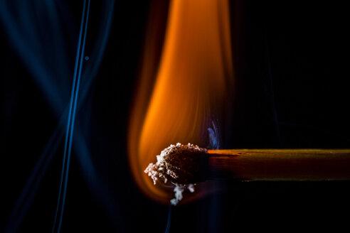 Burning matchstick, macro - HMEF00111